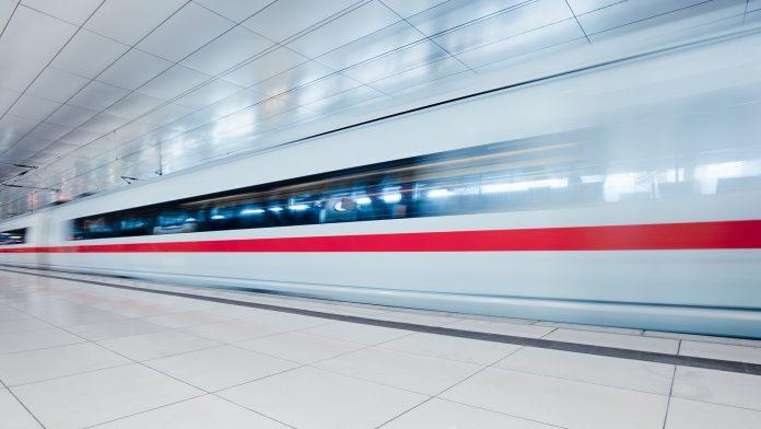 Train 696X392